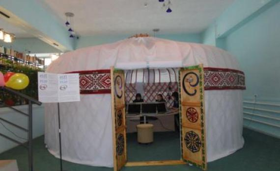 Librarians erected a yurt in East Kazakhstan Oblast Puskin Library.